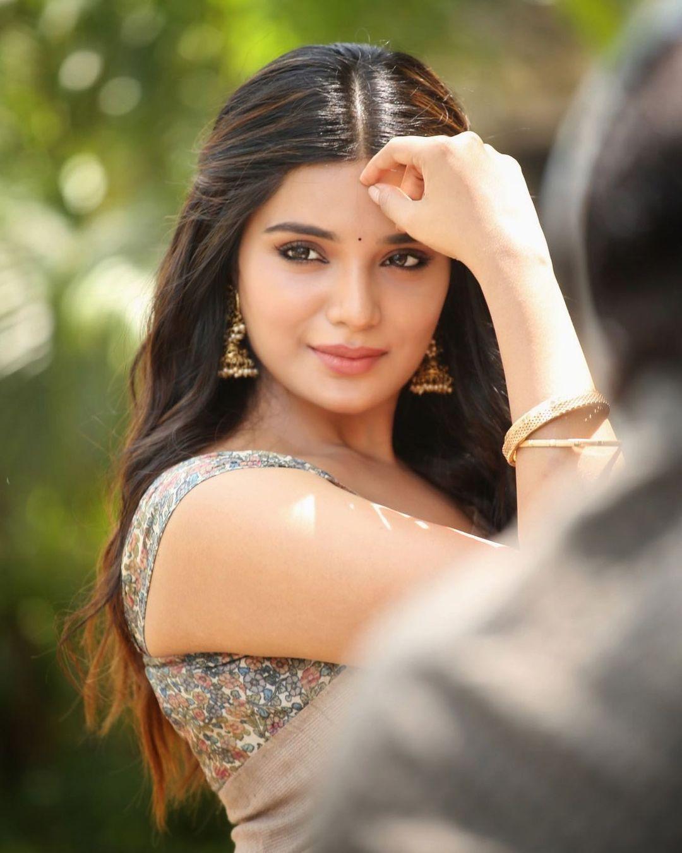 நடிகை ஆத்மிகா ( Image :Instagram @iamaathmika)