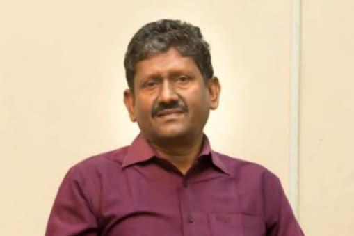 ஊழலால் நிலம் பறிபோய்விட்டது : சகாயத்தை பார்த்து கண்கலங்கிய மூதாட்டி