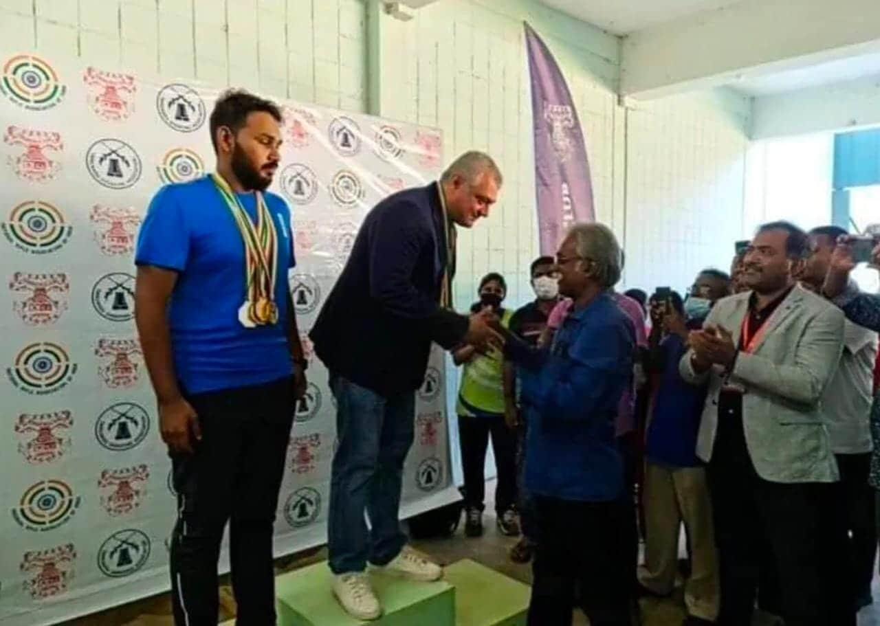 மேலும் நடிகர் அஜித் சென்னையில் ரைபிள் கிளப்பில் 2019 ஆண்டு முதல் பயிற்சி பெற்று வருகிறார்.