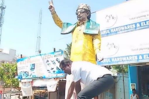 அதிமுக தொண்டர்கள் மத்தியில் எம்ஜிஆர் சிலை காலைத்தொட்டு மன்னிப்புக் கேட்ட திமுக நிர்வாகி