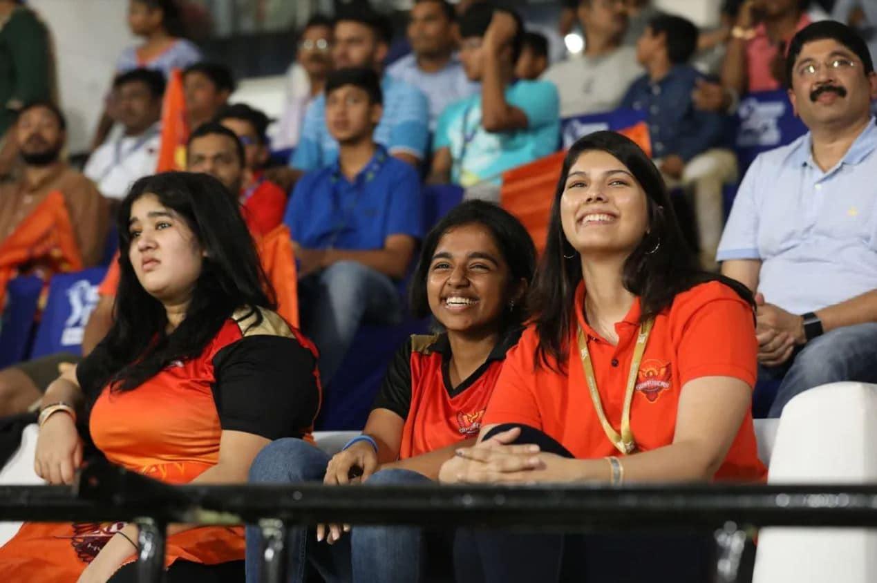 ஹைதராபாத் அணியின் உரிமையாளராக மட்டுமல்லாது சன்டிவி குழுமத்திலும் முக்கிய பொறுப்பில் காவியா மாறன் இருந்து வருகிறார்.