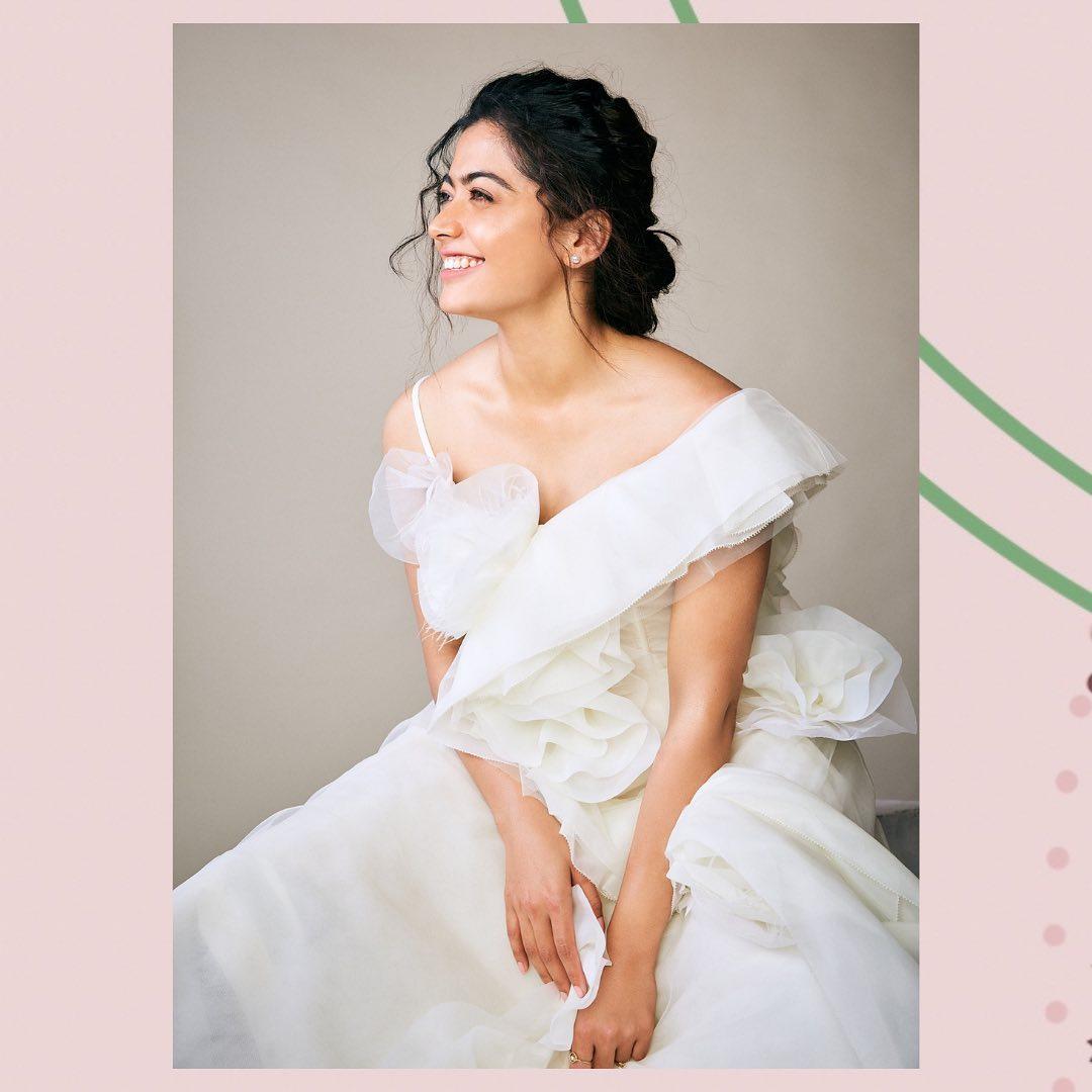 தெலுங்கில் 2018 ஆம் ஆண்டு வெளியான 'கீதா கோவிந்தம்' என்ற திரைப்படத்தின் மூலம் பிரபலமானவர் நடிகை ராஷ்மிகா மந்தனா.