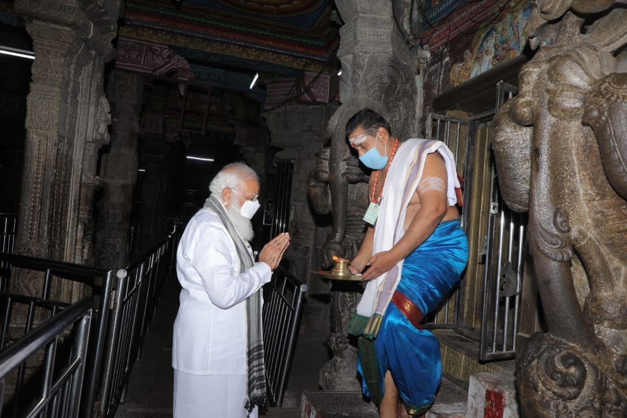 மதுரை மீனாட்சிஅம்மன் கோயிலில் பிரதமர் நரேந்திர மோடி
