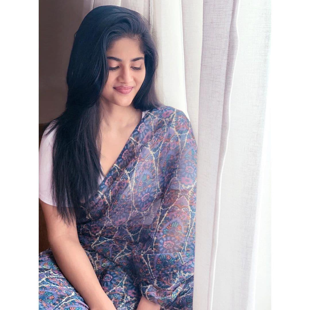 நடிகை மேகா ஆகாஷ் ( Image :Instagram @meghaakash)