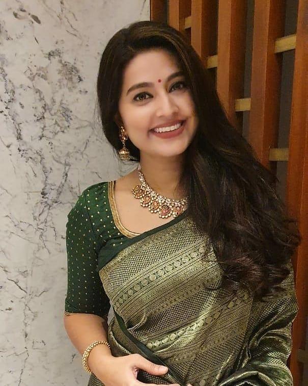 நடிகை சினேகா ( Image: Instagram @realactress_sneha)