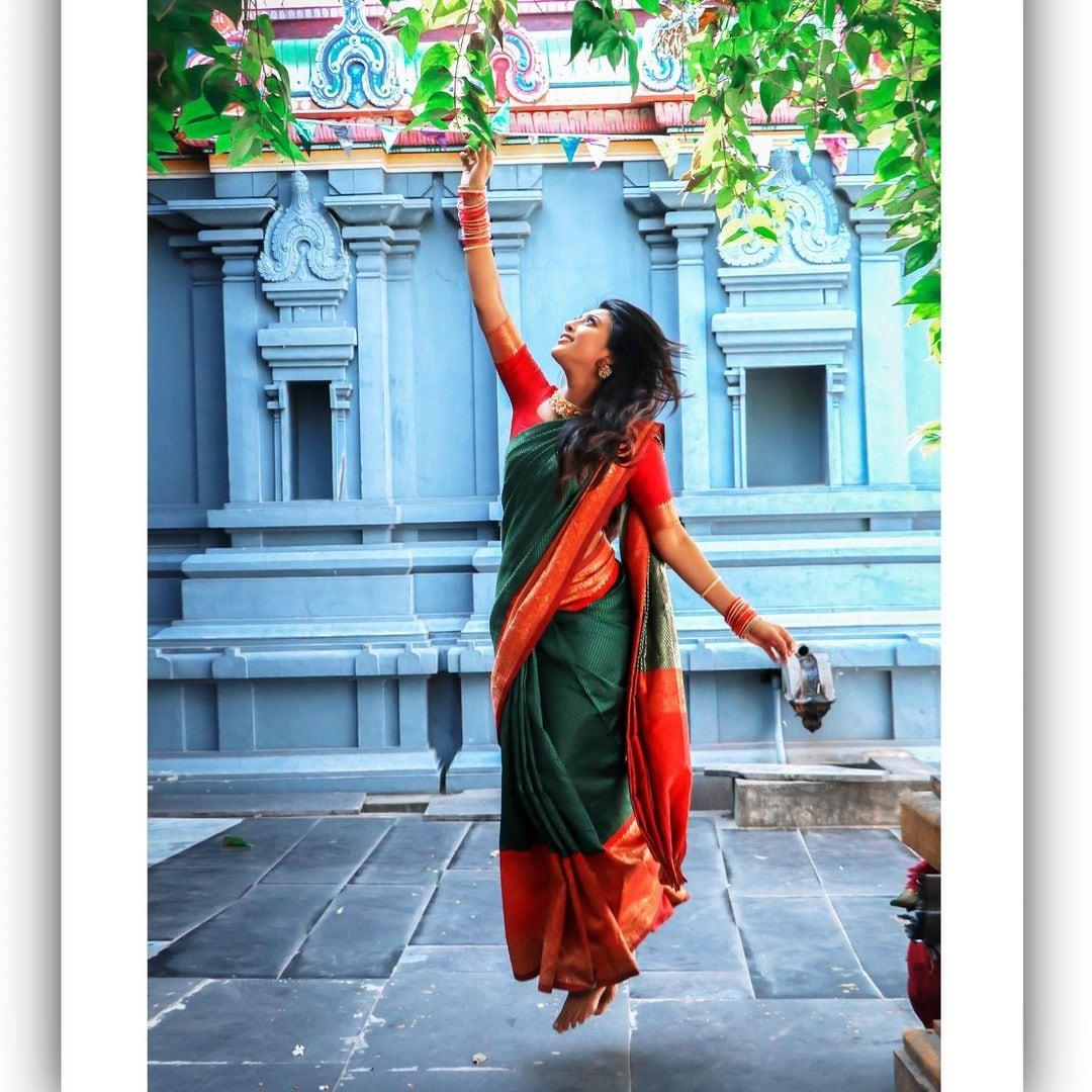 இந்த சீரியலின் ஹீரோவாக டான்ஸ் மாஸ்டர் நந்தா நடித்து வருகிறார். இவரது கதாபாத்திரத்துக்கு ரசிகர்கள் மத்தியில் நல்ல வரவேற்பு கிடைத்துள்ளது.