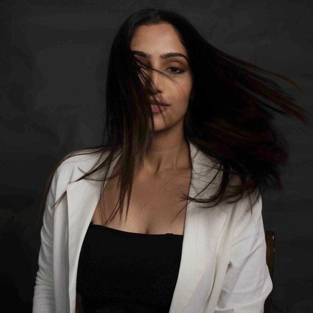 நடிகை ரெபா மோனிகா ஜான் ( Image : Instagram @reba_john)