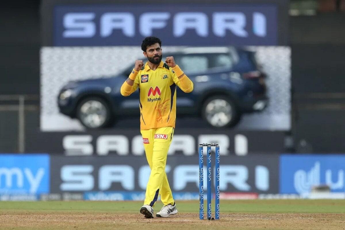 ஆர்சிபி அணிக்கு எதிரான போட்டியில் ரவீந்திர ஜடேஜா 13 ரன்களை கொடுத்து 3 விக்கெட்களை வீழ்த்தியது சிறந்த பந்துவீச்சு.