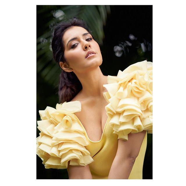நடிகை ராஷி கண்ணா (Image: Instagram @raashiikhanna)