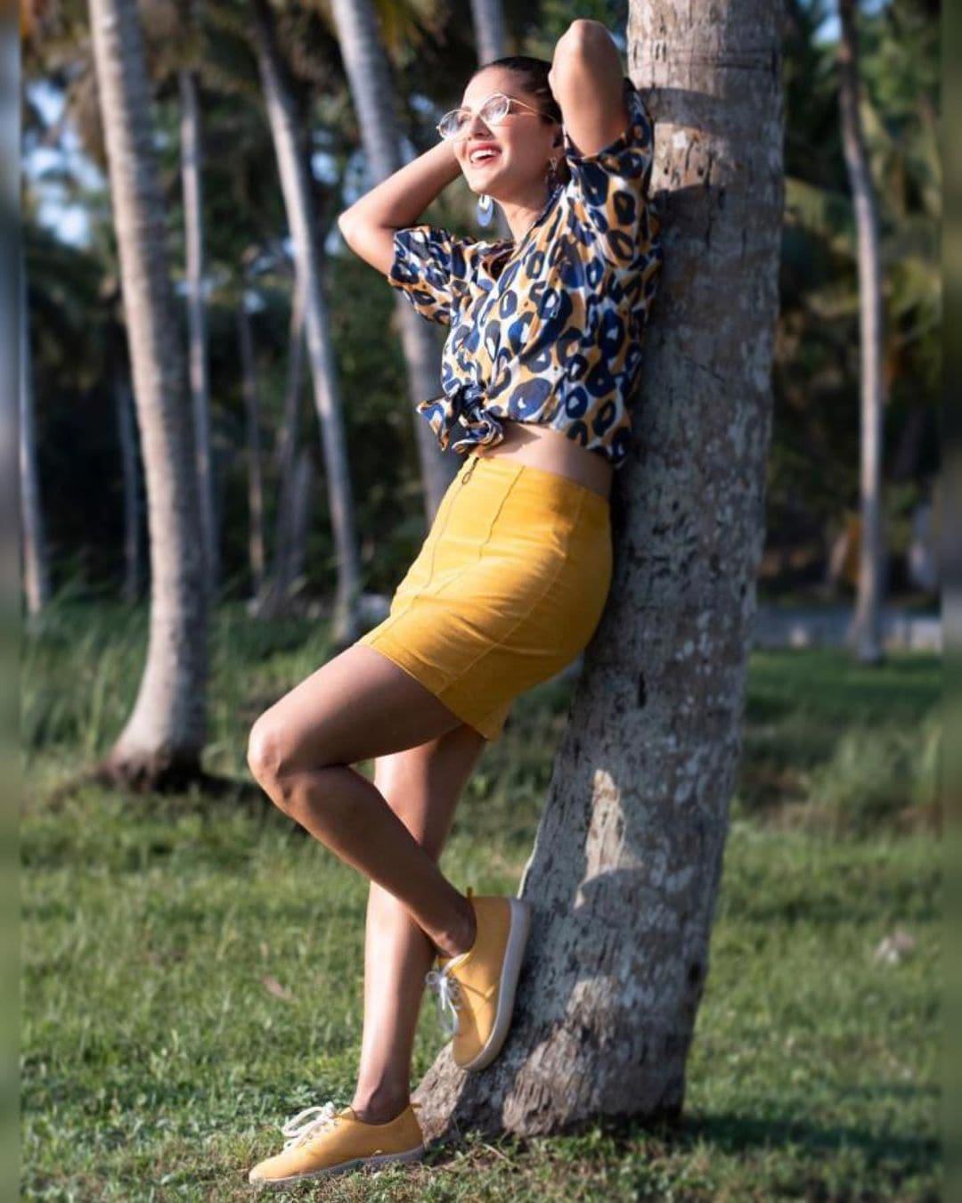 நடிகை சன்னி லியோன் ஜெய் நடிப்பில் வெளியான ' வடகறி' படத்தில் ஒரு பாடலுக்கு நடனமாடியிருப்பார்.