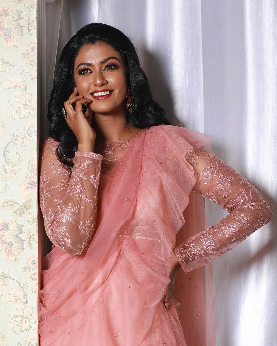 நடிகை ரோஷினி ஹரிபிரியன் ( Image : Instagram @roshniharipriyan)