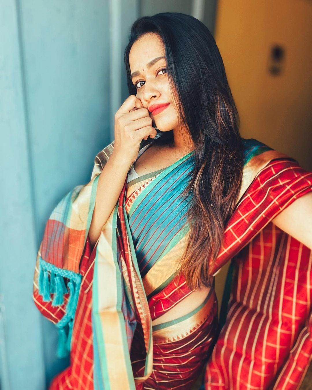 நடிகை காவியா அறிவுமணி ( Image : Instagram @kaavyaarivumanioffl)