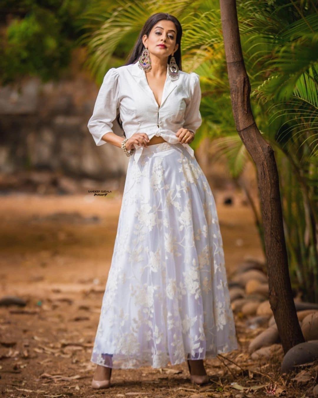 நடிகை பிரியாமணி ( Image : Instagram @pillumani)