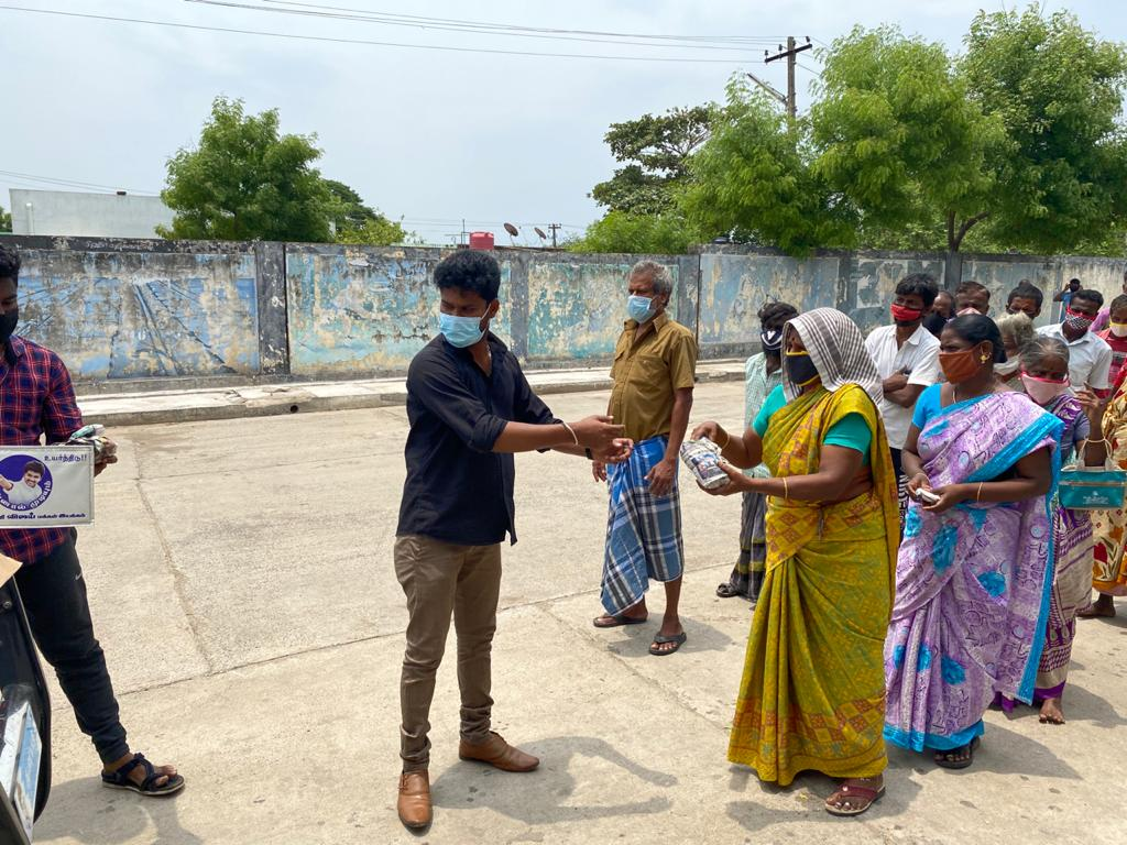 Thalapathy Vijay Fans Helps to needy people due to covid 19 1