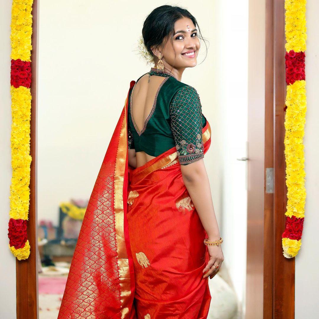 'Triples' என்ற வெப் சீரிஸில் ஜெய் உடன் இணைந்து நடித்திருந்தார். இந்த வெப் சீரிஸ் சமீபத்தில் ஹாட் ஸ்டாரில் வெளியானது.