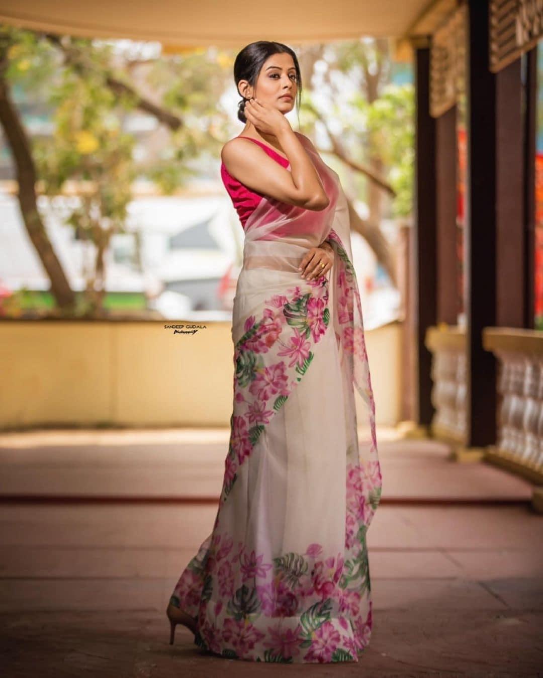 நடிகை பிரியாமணி ( Image :Instagram @pillumani)
