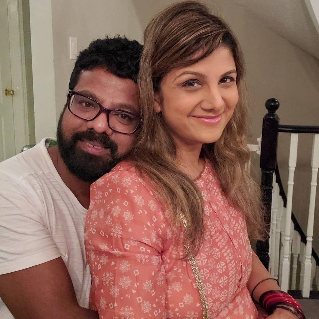 2010 ஆம் ஆண்டு இந்திரக்குமார் என்பவரை திருமணம் செய்துக்கொண்டார்.