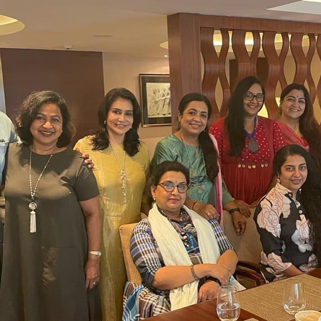 80's actors reunited, 80s actress meeting, 80s actors get together, radhika sarathkumar, khushbu sundar, poornima bhagyaraj, radha, ambika, lisy priyadharshan, rahman, tamil actress, 80s tamil actress, tamil cinema, tamil cinema news, latest tamil news, 80ஸ் நடிகர்களின் சந்திப்பு, 80ஸ் நடிகைகள் சந்திப்பு, 80ஸ் தோழிகள் சந்திப்பு, ராதிகா சரத்குமார், பூர்ணிமா பாக்யராஜ், குஷ்பூ சுந்தர், ராதா, அம்பிகா, ரஹ்மான், தமிழ் சினிமா, தமிழ் சினிமா செய்திகள், லேட்டஸ்ட் தமிழ் சினிமா செய்திகள்