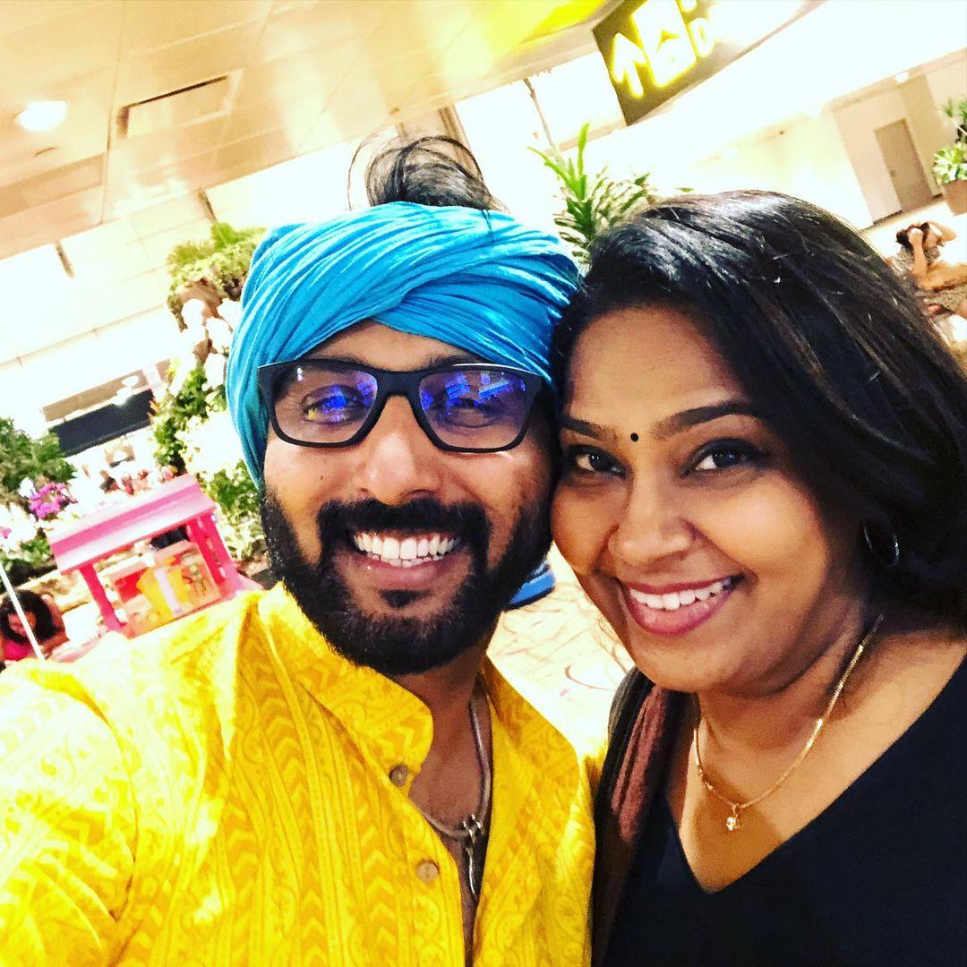 VJ Anandha Kannan taught Tamil Nadu rural arts to Singapore peoples, Sun Music VJ Anandha Kannan passed away due to cancer, anandha kannan, anandha kannan news, anandha kannan age, anandha kannan wife, anandha kannan wife name, vj anandha kannan, anandha kannan family, anandha kannan death, anandha kannan family photos, anandha kannan and kajal, anandha kannan wedding photos, vj anandha kannan wife name, anandha kannan date of birth, anandha kannan daughter name, sindhubaadh serial sun tv, sindhubaadh serial sun tv cast, ஆனந்த கண்ணன், விஜே ஆனந்த கண்ணன், சன் மியூசிக் ஆனந்த கண்ணன், ஆனந்த கண்ணன் குடும்பம், ஆனந்த கண்ணன் மகள், ஆனந்த கண்ணன் சிந்துபாத், வி ஜே ஆனந்த கண்ணன், parai isai aattam,