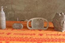 கொரோனா உருவ பொம்மை, முகக்கவசம் வடிவில் கற்சிற்பம் - திருப்பூர் சிற்பியின் கைவண்ணம்