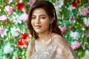 சேலையில் ரசிக்க வைக்கும் நடிகை அதுல்யா - போட்டோஸ்