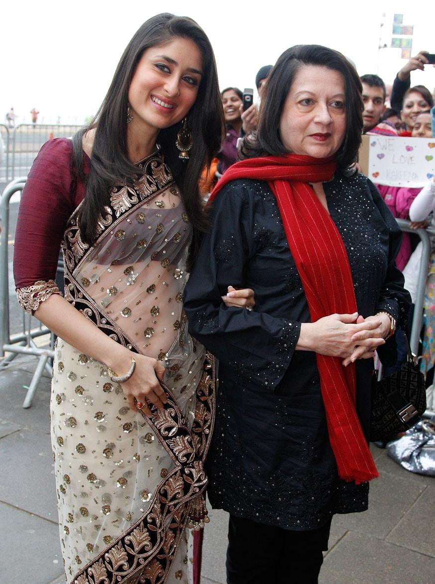 1.కరీనా కపూర్ మరియు బబిత కపూర్ (ఫోటో:Reuters)