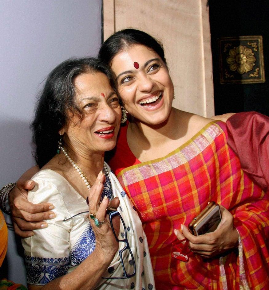 10. తనూజా ముఖర్జీ మరియు కాజోల్ (ఫోటో: PTI)