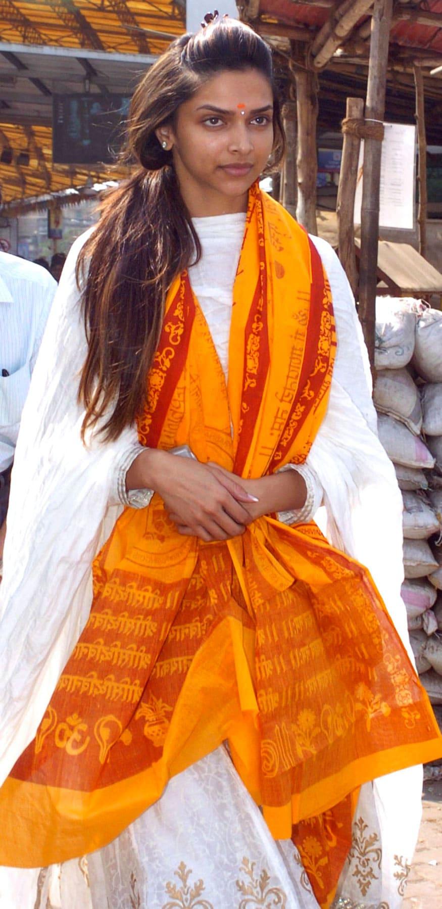 ముంబై సిద్ది వినాయక టెంపుల్లో దీపికా పదుకునే (Image: Reuters)