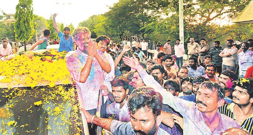 చంద్రగిరి నియోజకవర్గంలో ఏడు బూత్ల్లో రీ పోలింగ్ జరిగింది. వైసీపీ అభ్యర్థి చెవిరెడ్డి భాస్కర్ రెడ్డి విజయం సాధించారు.