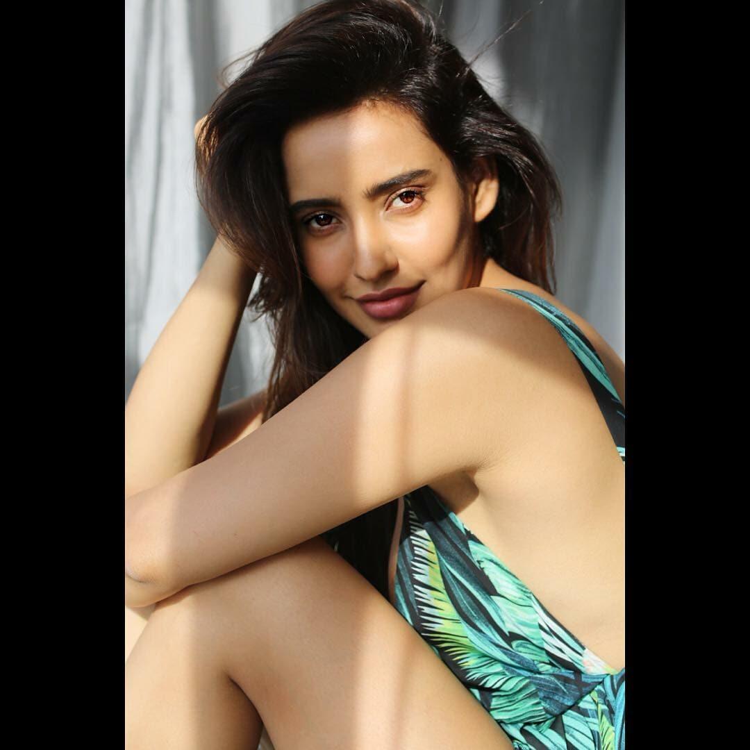 'చిరుత' హీరోయిన్ నేహా శర్మ హాట్ ఇన్స్టాగ్రామ్ ఫోటోలు (instagram/nehasharmaofficial)