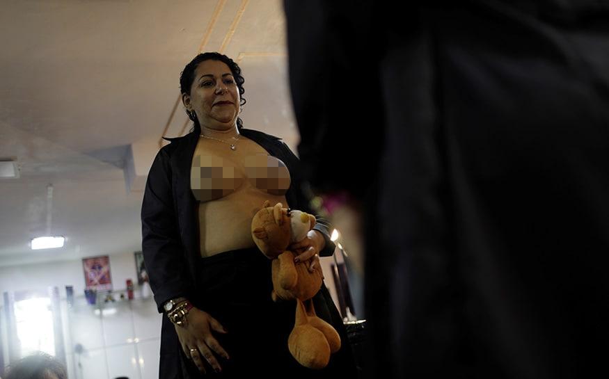 4. టాటూ వేయించుకున్న తర్వాత రోసానా సిల్వా స్పందన. (Image: Reuters)