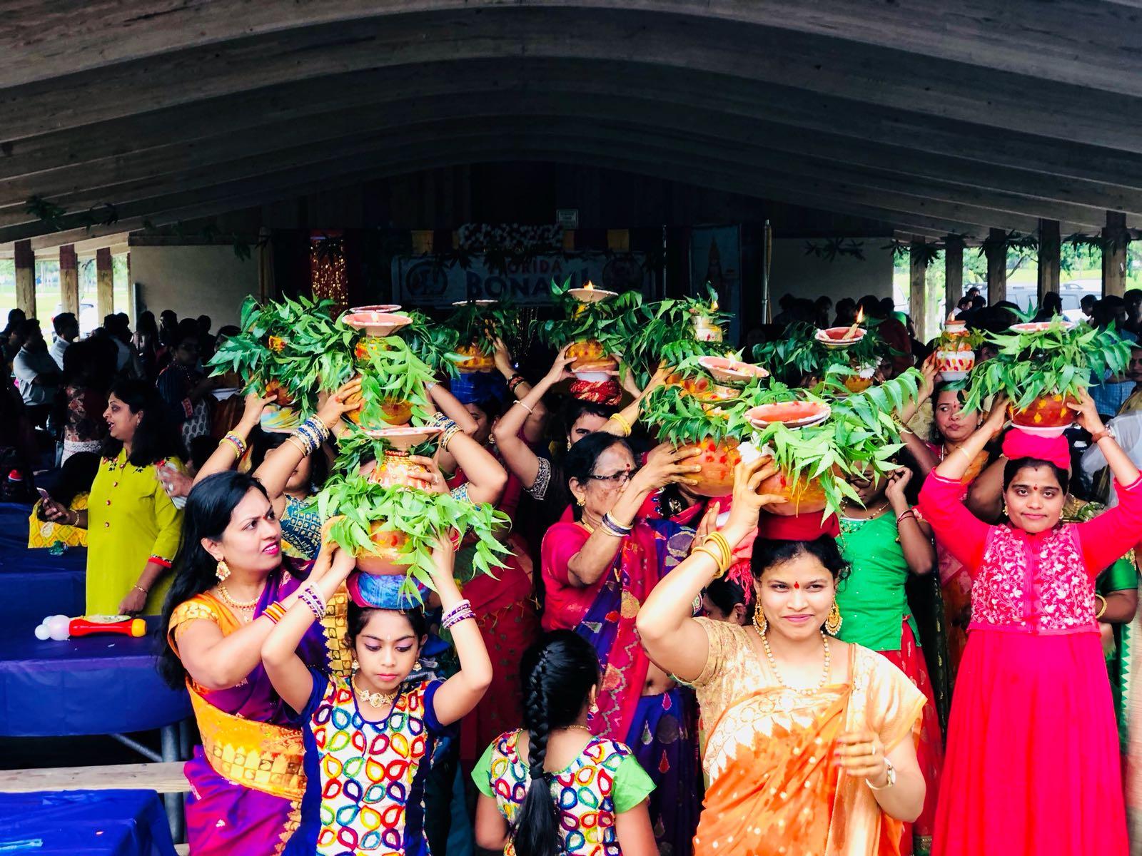 బోనాల వేడుక అనంతరం నిర్వహించిన సాంస్కృతిక కార్యక్రమాలు అందరినీ అలరించాయి