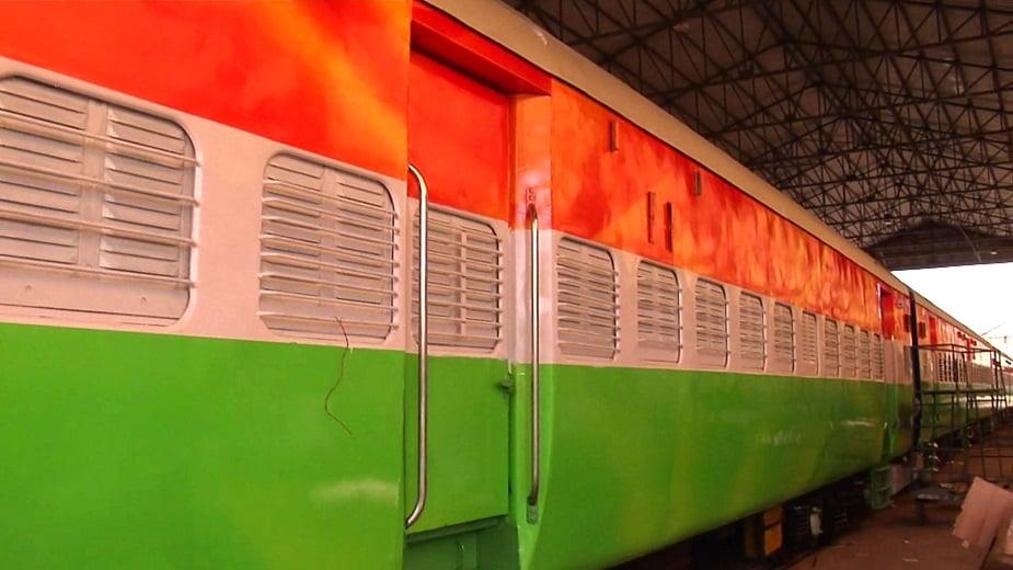 యమునానగర్లోని జగాద్రి రైల్వే వర్క్ షాప్లో తిరంగా రైలును సిద్ధం చేస్తున్నారు. 15 రోజుల కింద రైలును ఇక్కడికి తీసుకొచ్చారు. రైలు బోగీలకు రంగులు వేసేందుకు 150 మంది సిబ్బంది పనిచేస్తున్నారు