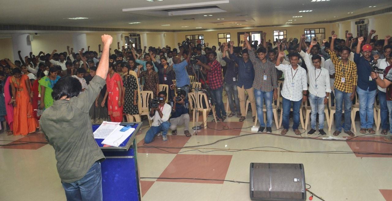 భగత్ సింగ్ స్టూడెంట్ యూనియన్తో మాట్లాడుతున్న పవన్ కళ్యాన్