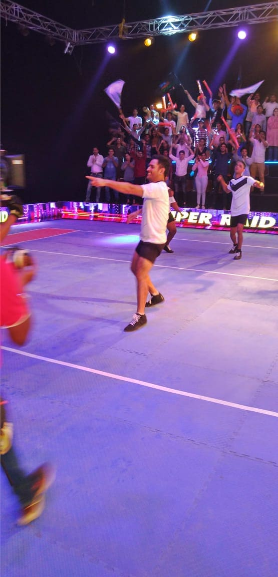 ప్రో కబడ్డీ ప్రమోషనల్ యాడ్ కోసం కబడ్డీ ప్లేయర్లా మారిన ధోనీ ( Rhiti sports / Twitter )