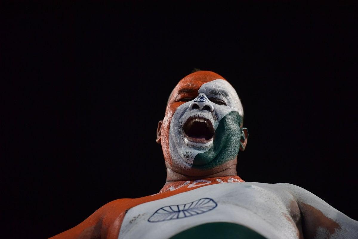 భారత్-దక్షిణాఫ్రికా మ్యాచ్లో ఇండియా వీరాభిమాని శరీరంపై జాతీయ జెండా రంగు వేసుకుని తన దేశభక్తి చాటుకున్నాడు. ( Hockey India / twitter )