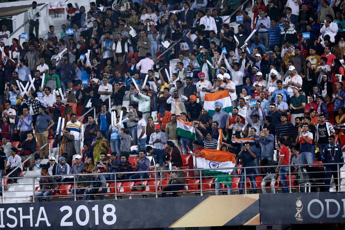 భారత్-దక్షిణాఫ్రికా మ్యాచ్కు హాజరైన అభిమానులు ( Hockey India / twitter )