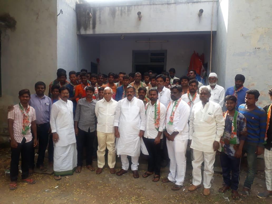 కోట్ల సూర్యప్రకాష్ రెడ్డి సమక్షంలో కాంగ్రెస్లో చేరిన 150 మంది యువకులు