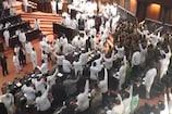 Video: రణరంగమైన పార్లమెంట్..స్పీకర్పై చిల్లీపేస్ట్ విసిరిన ఎంపీలు