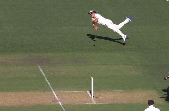 మెరుపు వేగంతో బంతిని వికెట్లకు విసిరి..చటేశ్వర్ పుజారాను రనౌట్ చేసి అందరినీ ఆశ్చర్యపరచాడు. ( BCCI /ICC /Cricket Australia/ Twitter )