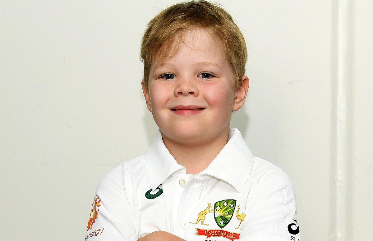 ఆస్ట్రేలియా టెస్ట్ జెర్సీలో ఆర్చీ. మెల్బోర్న్ వేదికగా భారత్-ఆస్ట్రేలియా జట్ల మధ్య జరుగనున్న మూడో టెస్ట్కు ఆసీస్ జట్టు 7 ఏళ్ల ఆర్చీ షిలెర్ను కో-కెప్టెన్గా ప్రకటించారు. ( Cricket Australia/ Twitter )