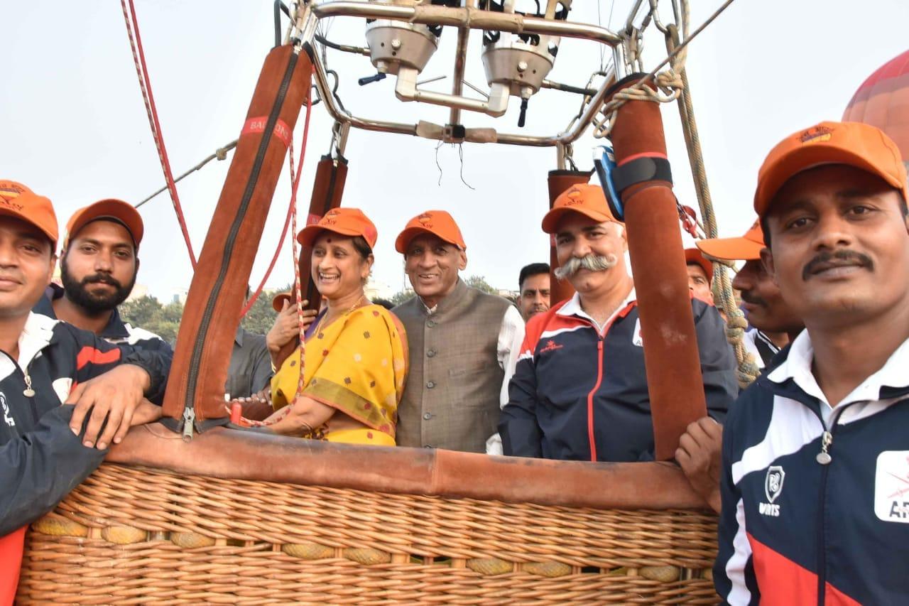 దేశంలోనే అతి పెద్ద హాట్ బెలూన్ సాహసయాత్రను భారత సైన్యం ఈనెల 6న ప్రారంభించింది. ఈనెల 29 వరకు ఈ యాత్ర సాగనుంది.