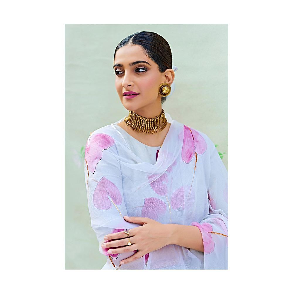 సోనమ్ కపూర్ లేటెస్ట్ ఫోటోస్ Photo : Instagram/sonamkapoor