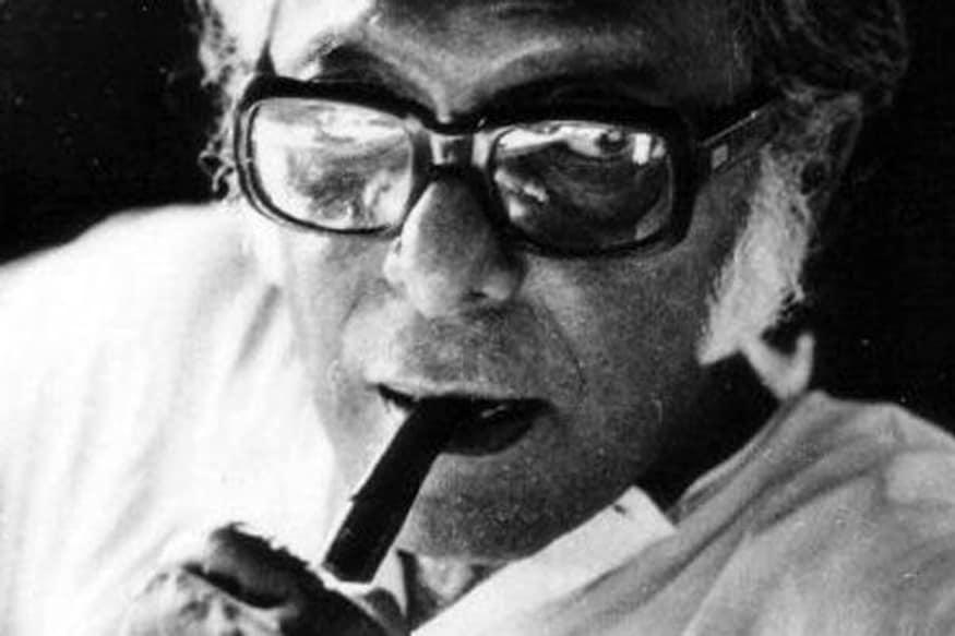 Legendary Bengali Filmmaker Mrinal Sen Passes Away at 95.. ఇండియన్ సినిమా ముఖచిత్రాన్ని మార్చేసిన దర్శకుల్లో ముందు వరసలో ఉండే దర్శకులు చాలా తక్కువ మంది ఉంటారు. అందులో అగ్రపథాన ఉండే దర్శక దిగ్గజం మృనాల్ సేన్. ఈయన డిసెంబర్ 30న కన్నుమూసారు. ఆయన వయసు 95 సంవత్సరాలు. కోల్కతాలోని ఆయన స్వగృహంలోనే మృనాల్ తుదిశ్వాస విడిచారు. mrinal sen movies,mrinal sen death,mrinal sen died,mrinal sen dies at 95,mrinal sen bengali movies,mrinal sen bengali movies,mrinal sen movies,మృనాల్ సేన్,మృనాల్ సేన్ మరణం,మృనాల్ సేన్ కన్నుమూత,మృనాల్ సేన్ దర్శకుడు,మృనాల్ సేన్ బెంగాలి దర్శకుడు,మృనాల్ సేన్ లెజెండరీ దర్శకుడు,భారతీయ సినిమాలో దిగ్గజ దర్శకుడు మృనాల్ సేన్ కన్నుమూత,