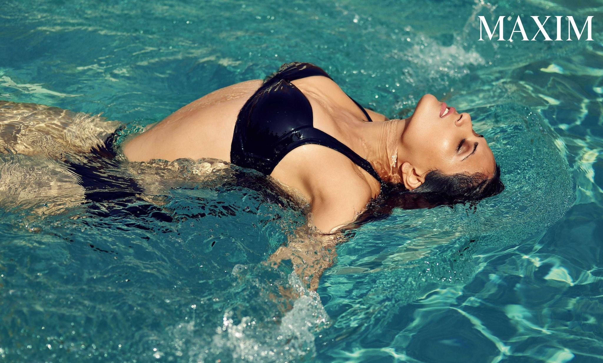 హాట్ బ్యూట్ రిచా చడ్డ మ్యాగ్జిమ్ ఫోటోషూట్, Photo: Maxim Magazine