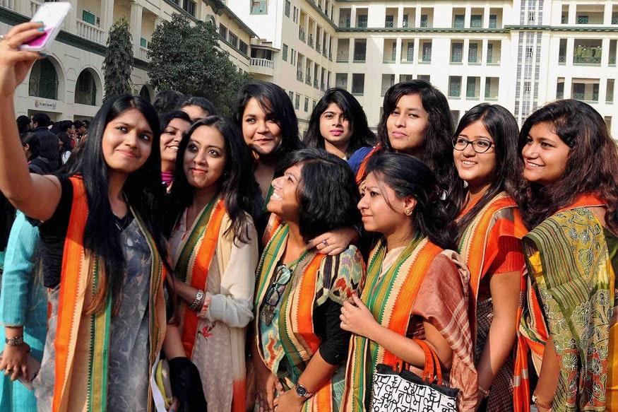 తెలంగాణ ఎన్నికలు: తొలి ఓటర్లకు సువర్ణావకాశం | Telangana Assembly Elections 2018: Good opportunity for First time Voters