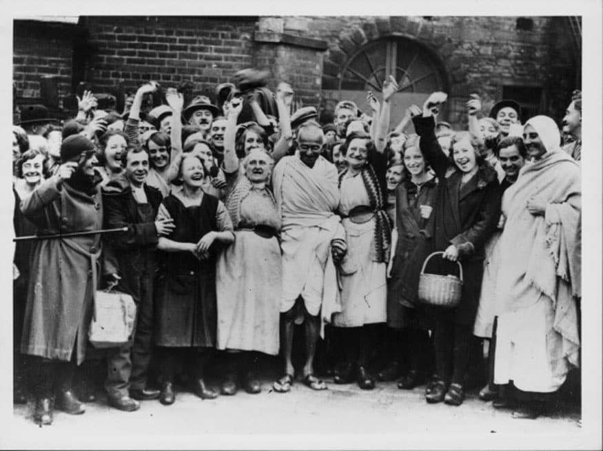 82. లండన్లో శ్రేయోభిలాషులతో మహాత్మాగాంధీ. (Image: Getty Images)