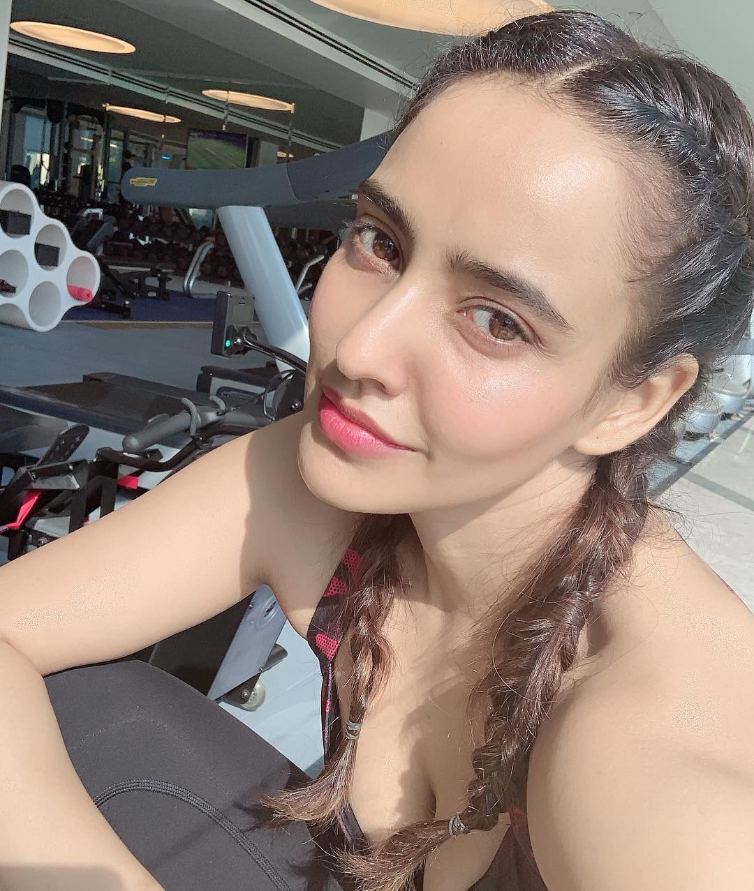 నేహా శర్మ లేటెస్ట్ ఫోటోస్.. Instagram/nehasharmaofficial
