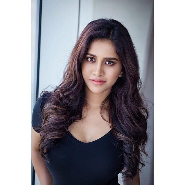 నభా నటేష్ హాట్ ఫోటోషూట్ Photo: Instagram.com/nabhanatesh/