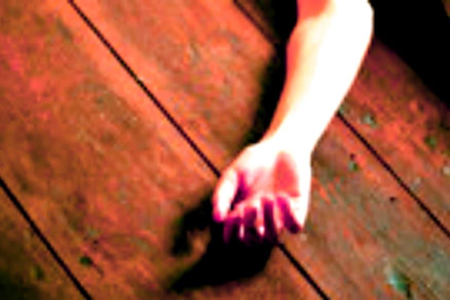 కరోనా కారణంగా గుంటూరు జీజీహెచ్ ఆస్పత్రిలో చేరిన వెంకాయమ్మ భర్త దుర్గా ప్రసాద్ చనిపోయాడనే విషయాన్ని ఆస్పత్రి సిబ్బంది, వైద్యులు వెల్లడించలేదు.